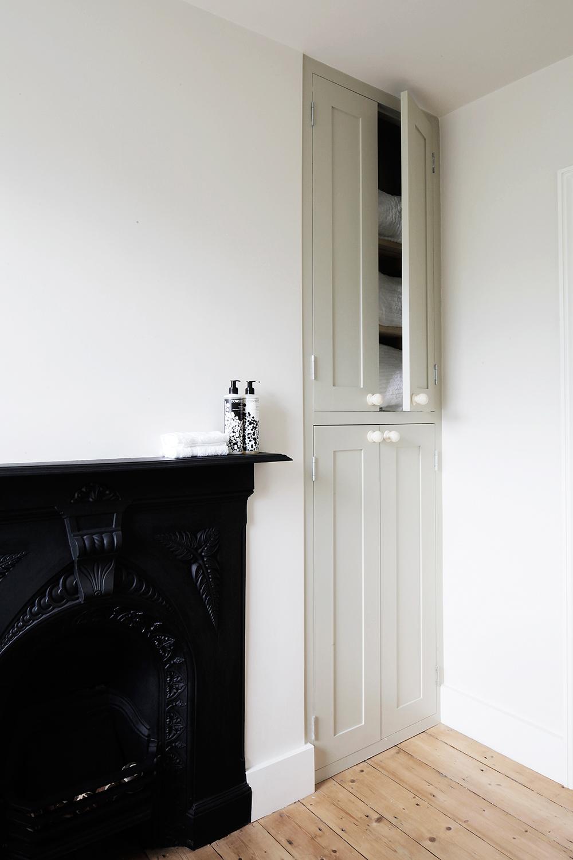 Interior-designer-bathroom-washstand-white-feature-wallpaper-custom ...