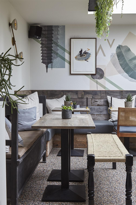 Mam_restaurant_bar_interior_design_branding_london_nottinghill_bench_seating_bespoke_wallpaper_screenprint_framed_artwork_lighting
